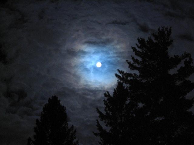 full-moon-1506114-640x480